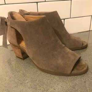 Lucky Brand peep toe shoes